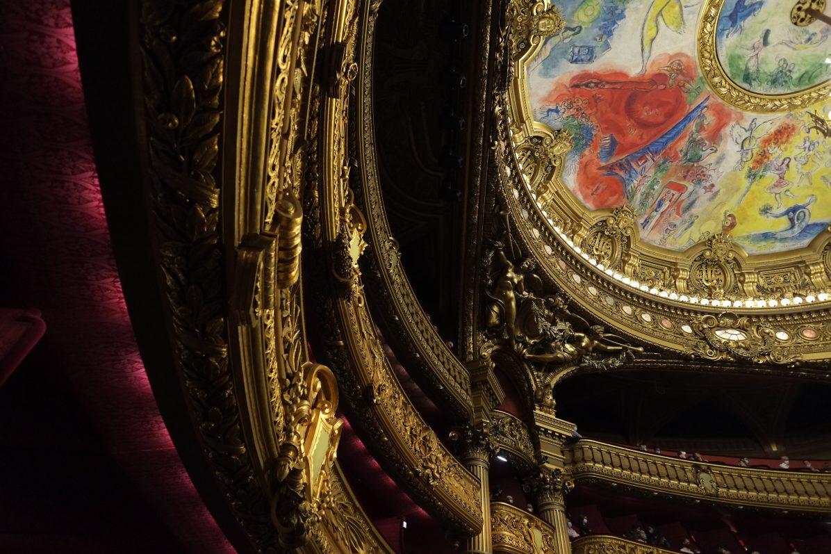 Les loges et le plafond peint par Chagall
