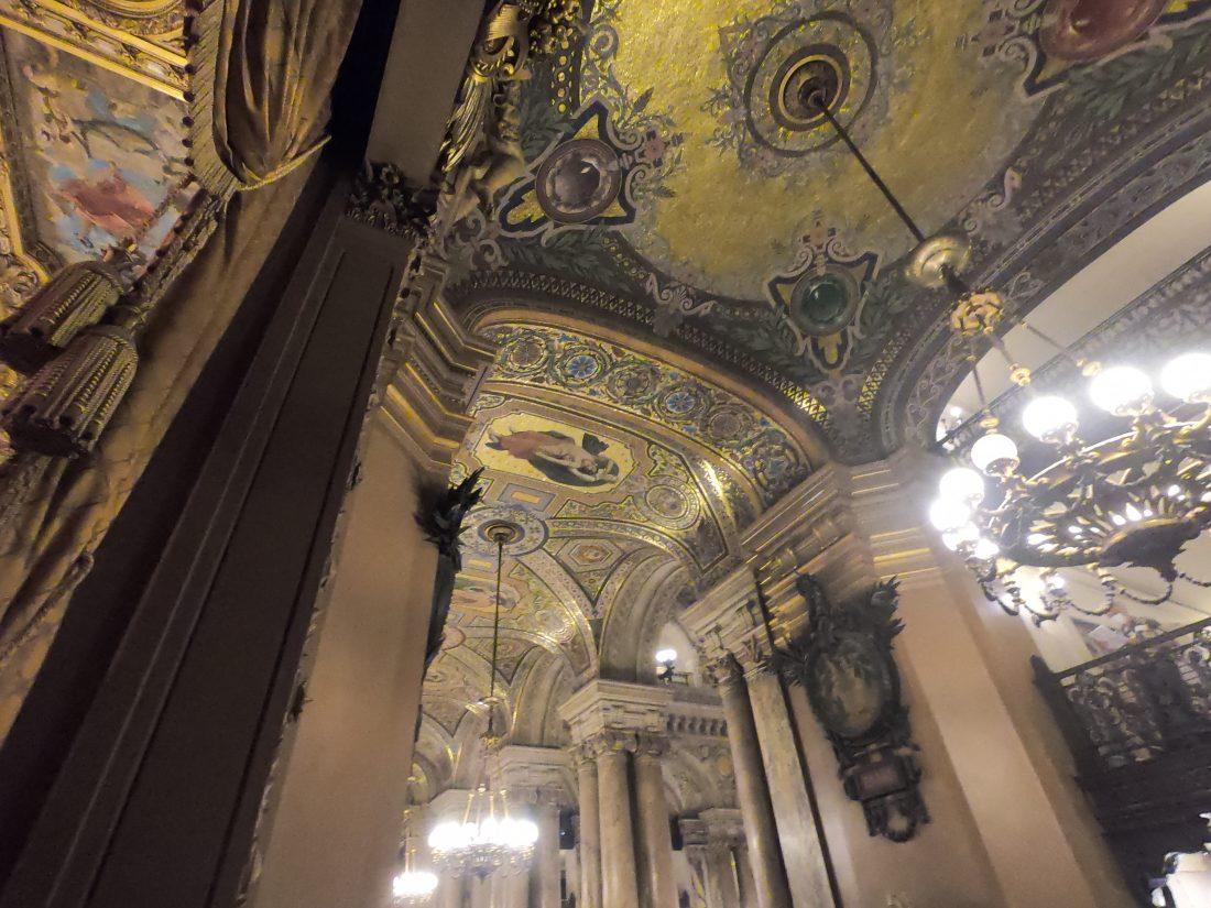 Les plafonds de l'avant foyer appelé également le Foyer des Mosaïques