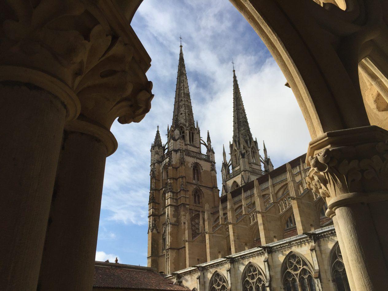 Les tours de la cathédrale vues depuis le cloître