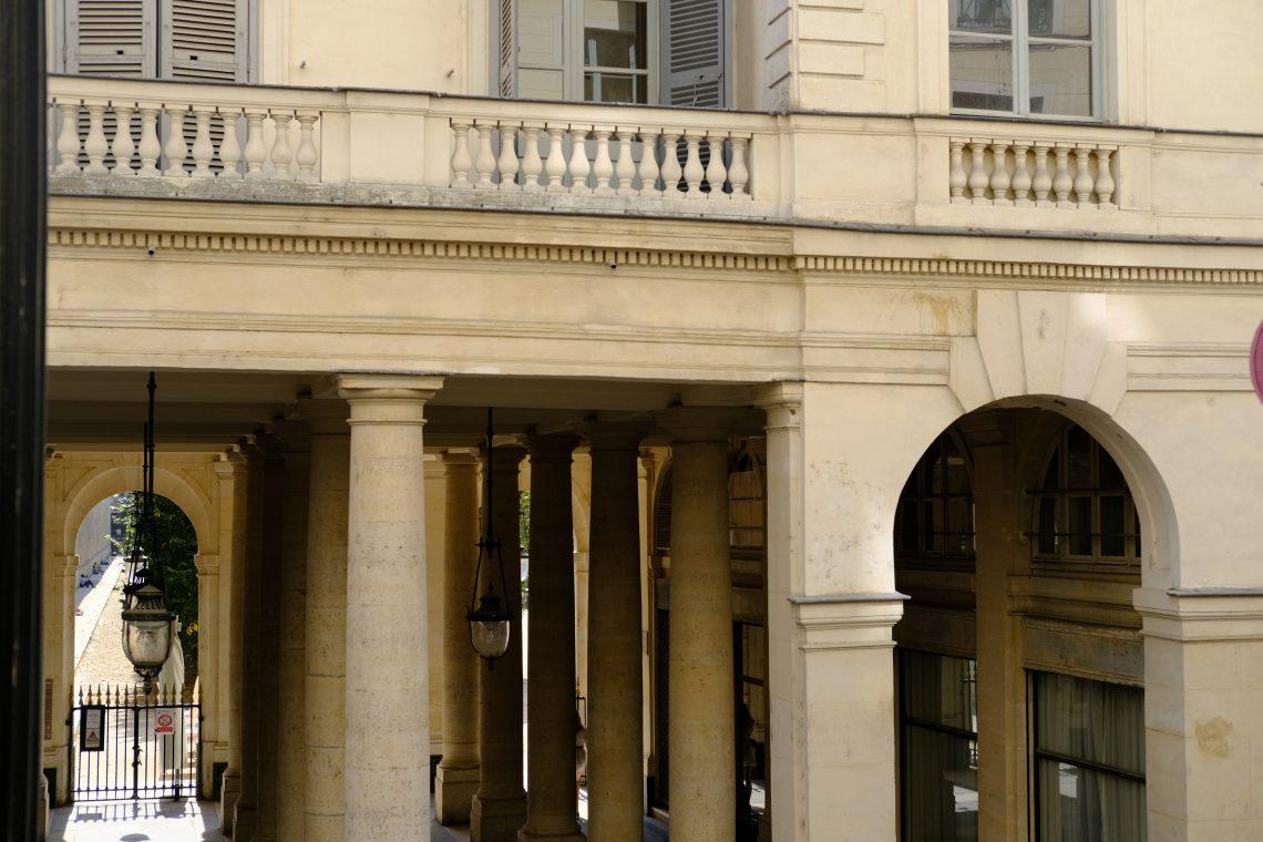 L'improbable entrée du côté de la rue de Beaujolais et de la rue Vivienne