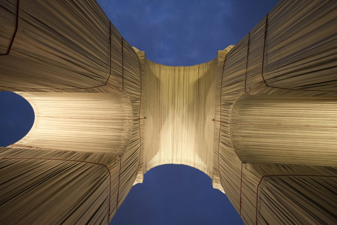 L'œuvre de Christo vue du dessous