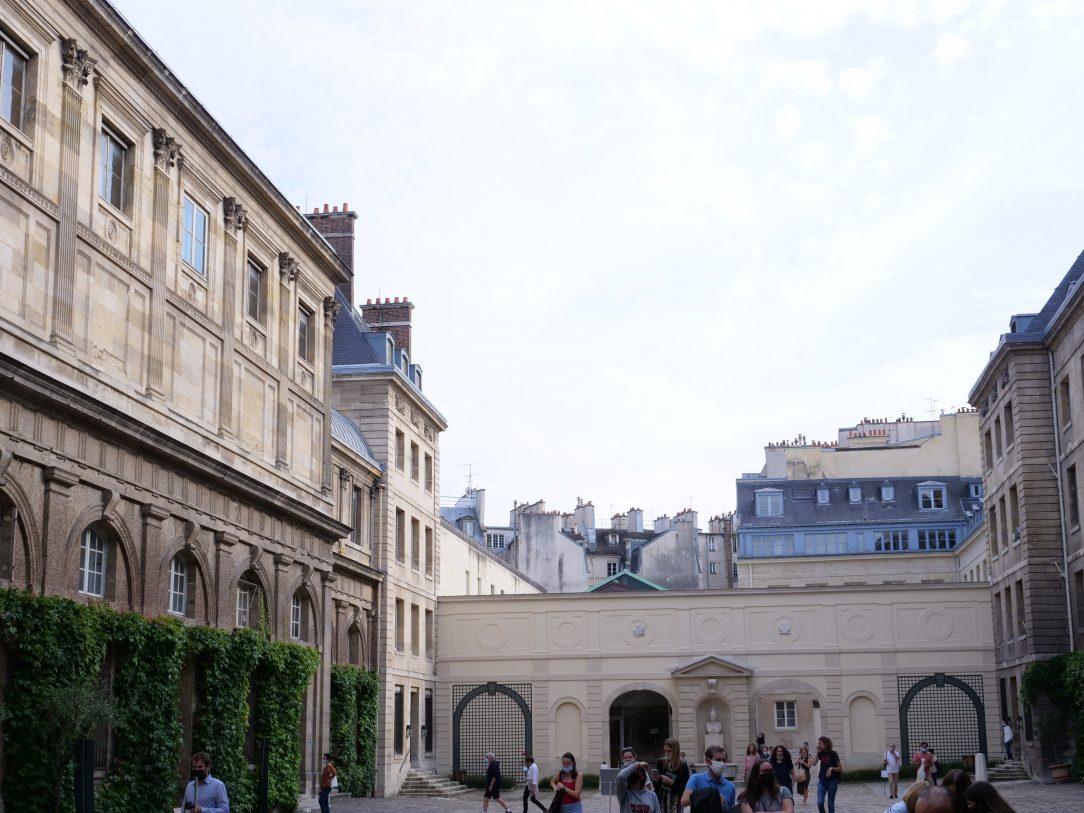 Une jolie cour en plein coeur de Paris