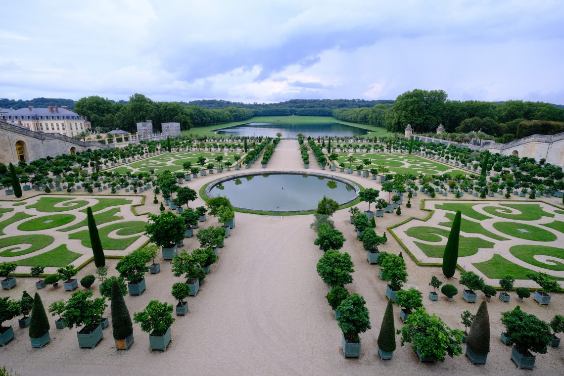 Une vue sur le parterre de l'Orangerie depuis le parterre du Midi
